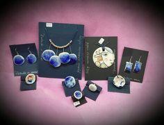 Joyas en azul cobalto, anillos, pendientes, colgantes y gargantillas, hecha a mano en cerámica. facebook.com / ceramica.alcay