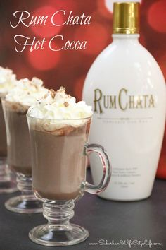 Rum Chata Hot Cocoa is a great way to give your hot chocolate a kick for the winter Rumchata Drinks, Rumchata Recipes, Liquor Drinks, Rum Chata Drinks Recipes, Cocktail Drinks, Alcoholic Beverages, Chocolate Alcoholic Drinks, Cocktail Recipes, Spiked Hot Chocolate