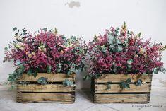 Casona decoracion 03 Eva Canencia | Decoración floral Flower Basket, Flower Pots, Cottage Garden Design, Art Deco Wedding, Basket Decoration, Wedding Reception Decorations, Handmade Wedding, Dried Flowers, Floral Arrangements