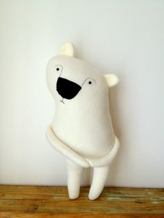 Boris the Shy Polar Bear Plush Toy par finkelsteins sur Etsy