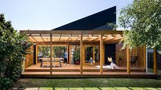 Beautiful Pergola Designs That Perfectly Frame These Modern Houses Backyard Pergola, Pergola Shade, Patio Roof, Pergola Kits, Gazebo, Pergola Ideas, Small Pergola, Pergola Roof, Wooden Pergola