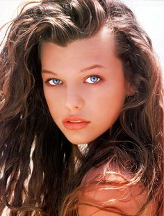 Throwback brunette, part Milla Jovovich, late (God, those eyes! Could you believe she was only an early teenager here? Milla Jovovich, Most Beautiful Women, Beautiful People, Absolutely Stunning, Natalia Vodianova, Estelle Lefébure, Gorgeous Eyes, Pretty Eyes, Cindy Crawford