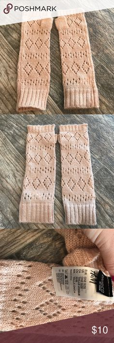 H&m fingerless gloves H&m fingerless gloves. Pale pink/ blush color. Lightweight sweater material. Gently used. Clean smokefree home H&M Accessories Gloves & Mittens