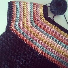 Free Crochet Sweater Pattern For Women Crochet Baby Dress Pattern, Crochet Jumper, Crochet Cardigan, Knit Or Crochet, Crochet Tops, Crochet Stitches Patterns, Crochet Woman, Couture, Crochet Fashion