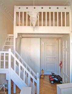 Hochbett / Hochetage 220cm x 200 cm, Podesttreppe mit Handlauf, Rundstabgeländer (100 cm hoch), Lasur weiß, ab 2.000,- EUR