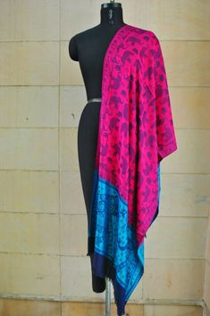 A luxurious Pashmina wrap is the perfect fashion accessory for any season. This shawl is reversible, giving you two different looks! ①This shawl is hand woven. Pashmina Wrap, Pashmina Shawl, Shawls, Scarf Wrap, Paisley, Scarves, Cashmere, Hand Weaving, Fashion Accessories