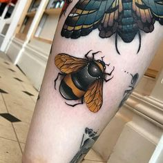 The Best Bee Tattoos - Tattoo Insider - Bee Tattoo by Fraser Peek - Honey Bee Tattoo, Bumble Bee Tattoo, Bee Tattoo Meaning, Tattoos With Meaning, Tattoo Care, Get A Tattoo, Bad Tattoos, Body Art Tattoos, Tatoos