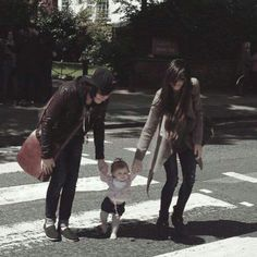 Someone sent in this pic of Kellin, Katelynne and Copeland to some lesbian pride shit or something, and no one noticed Kellin's a boy 😂 Emo Couples, Cute Couples, Copeland Quinn, Hollywood Undead, Underground Music, Screamo, Sleeping With Sirens, Lesbian Pride, Kellin Quinn