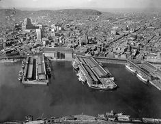 Port of Montreal, picture taken in 1946 Quebec Montreal, Canada, City Lights, Old Pictures, Paris Skyline, City Photo, Around The Worlds, Building, 1940s