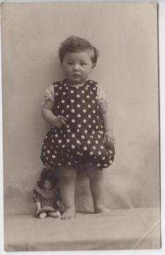 Věra Slabá (in Czech), keywords: portrait, child (Czech) narozená 1923 portrait, child