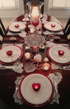 It's easy and inexpensive to produce our favorite sort of valentine decoraion. A matching decor will make a romantic atmosphere. Decoration of valentine table also needs to be done based on the theme with your couple. Valentines Day Tablescapes, Valentine Day Table Decorations, Holiday Tables, Decoration Table, My Funny Valentine, Valentines Day Party, Valentine Crafts, Valentine Ideas, Romantic Table