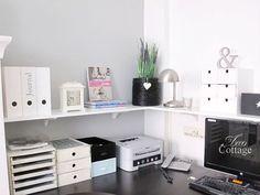 low wall shelf over the desk - Emmi Schreibtisch - Shelves in Bedroom Shelves In Bedroom, Desk Shelves, Ikea Bedroom, Bedroom Furniture, Shelf Wall, Home Office Design, Home Office Decor, Office Ideas, Home Office Simples