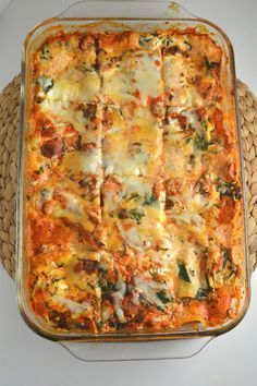 This spinach lasagna is loaded with ricotta cheese and spinach, making it total comfort food. It tastes even better as leftovers! Vegetable Lasagna Recipes, Spinach Recipes, Veggie Recipes, Pasta Recipes, Vegetarian Recipes, Cooking Recipes, Healthy Recipes, Easy Vegetable Lasagna, Vegetarian Options