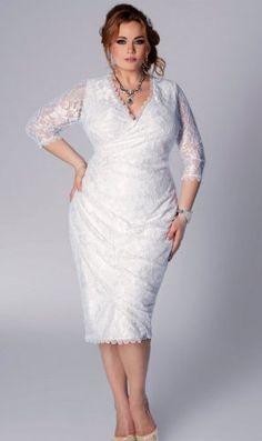 Raffinée et glamour, on adore cette robe de mariée pour femme ronde! Elle coûte 214€ seulement, et vous la trouverez jusqu'en taille 62 #ronde #mariage