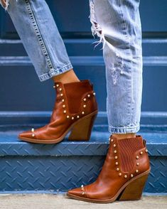 ZONEOUT Western Bootie by Nine West ~ Street Style Big Fashion, Fashion 2017, Fashion Trends, Street Fashion, Classy Wedding Guest Dresses, Booties Outfit, Retro Sunglasses, Types Of Shoes, Shoes