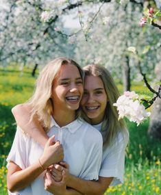 Discovered by Lisa and Lena. Find images and videos about girl, love and beautiful on We Heart It - the app to get lost in what you love. Cute Girls With Braces, Braces Girls, Cute Braces, Boy Best Friend Pictures, Girl Tongue, Instagram Captions For Friends, Lisa Or Lena, Victoria, Bnf