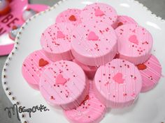 Valentines chocolate covered OREOS! We love this pink and fun sweets! Great for any valentines party.