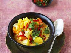 Paprika-Süßkartoffel-Eintopf nach indischer Art | Kalorien: 310 Kcal - Zeit: 40 Min. | http://eatsmarter.de/rezepte/paprika-suesskartoffel-eintopf-nach-indischer-art