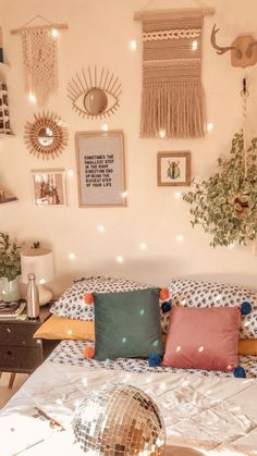Dorm room inspiration Speaking of workplace fashions, if you want to focus mostly on workplace fashi Bedroom Decor For Small Rooms, Bedroom Decor On A Budget, Bedroom Decor For Teen Girls, Bohemian Bedroom Decor, Apartment Bedroom Decor, Modern Bedroom, Natural Bedroom, Bedroom Ideas, Boho Decor