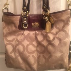Authentic Coach Madison Large tote Beautiful Large Madison Coach tote. Excellent condition. Good for everyday use. Coach Bags Totes