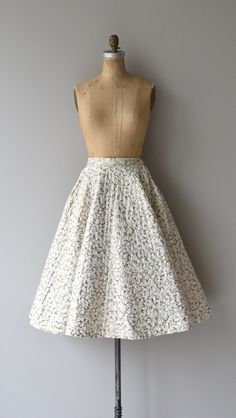Vintage 1950s white and metallic gold leaf quilted circle skirt with banded waist and metal zipper. --- M E A S U R E M E N T S ---  fits like: small
