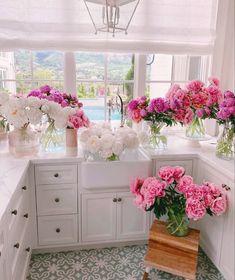 Home Design, Paz Interior, Interior Design, Peonies Season, Table Design, Flower Aesthetic, Beach Aesthetic, Aesthetic Photo, Pink Aesthetic