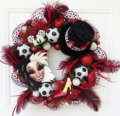 In LOVE with the villain wreaths! Cruella Halloween Disney Wreath