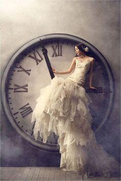 """""""Luchar contra la #horabruja, tratar de alargar el tiempo para #leer es mi rutina antes del ¡Buenas noches!"""""""