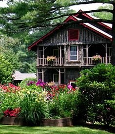 Rustic Craftsman - Eseeola Lodge - Linville, NC ~ http://www.nationalparkstraveler.com/files/insets/EseeolaFlowersNPT.JPG_.jpg