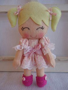 Linda boneca de feltro R$ 50,05