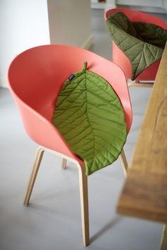 Leaf it decoración natural, alfombras mantas en forma de hoja Blattkissen! Pillow Fabric, Sewing Pillows, Diy Bebe, Diy Couture, Baby Pillows, Diy For Kids, Diy Home Decor, Room Decor, Decorative Pillows