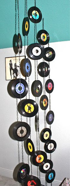 A use for all those old LP's lying around. I also use them as place mats for the dinner table. You can pick them up for next to nothing at second hand stores :-) Vinyl Record Crafts, Vinyl Crafts, Vinyl Records, Diy Crafts With Cds, Fun Crafts, Upcycled Crafts, Lps, Class Reunion Decorations, Record Display