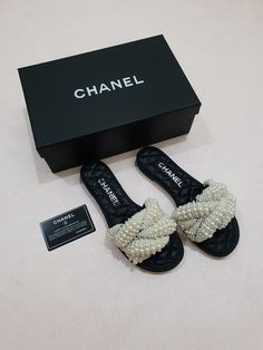 Cute Sandals, Shoes Sandals, Dress Shoes, Look Fashion, Fashion Shoes, Fashion Accessories, Pretty Shoes, Beautiful Shoes, Chanel Slippers