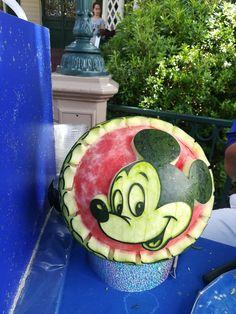 Watermelon carvings at Disneyland Paris fruit carving Watermelon Carving Easy, Watermelon Art, Watermelon Recipes, Fruit Recipes, Salad Recipes, Vegan Jelly, Fruit Sculptures, Disney Pumpkin, Fruit Decorations