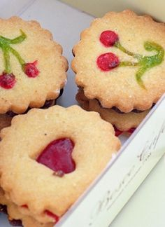 Jammy Dodgers and others. British at heart Love Eat, Love Food, Cherry Baby, Cherry Tree, Cookie Recipes, Dessert Recipes, Desserts, Sweet Cherries, Brownie Bar