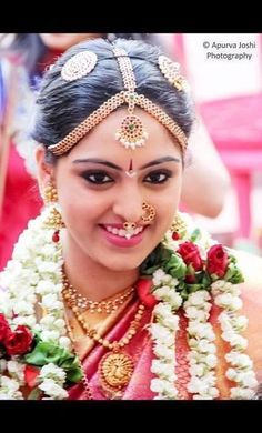 65 Ideas south indian bridal hairstyles make up for 2019 - New Site Indian Bridal Makeup, Indian Wedding Jewelry, India Wedding, Indian Bridal Hairstyles, Wedding Hairstyles, Bridal Makeup Pictures, Maya, Wedding Painting, Bridal Makeover
