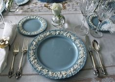 Wedgewood Queensware place setting with Wallace Grande Baroque sterling silver flatware. Wedgewood China, Shabbat Dinner, Easter Weekend, China Sets, Dinner Sets, China Patterns, Teller, Sterling Silver Flatware, Table Settings