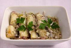 Codziennik Kuchenny - proste przepisy na niecodzienne potrawy: Najlepsze śledzie z cebulą Potato Salad, Potatoes, Chicken, Meat, Ethnic Recipes, Food, Potato, Essen, Yemek