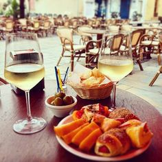 WEBSTA @ usitalianfood - Happy hour in Italy is basically a glass of wine and bites of tasty handmade local food. Every region has its own products. In Sicily we use to serve pizza, arancini, olives, bread, local cheese, salami, prosciutto, bruschetta with a glass of wine! Best way to end your day!📷 by @marleniana_d#foodgasm #italianfood #sicilianfood #eatbetterlivebetter #food #instafood #foodie #pizza #happyhour #holiday #instagood #nyc #likeusjourney #newyork #yummy #tasty #cheese…