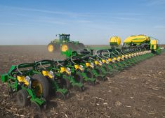 Get a lot of rows done at one time with John Deere-SR Big Tractors, Vintage Tractors, John Deere Tractors, Vintage Farm, John Deere Equipment, Old Farm Equipment, Heavy Equipment, Seed Planter, Farm Pictures