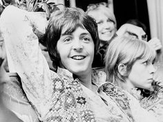 music U. Carnaby Street, London, In the music fans flocked to Carnaby Street in the hope of spotting The Beatles doing some clothes shopping // Philip Townsend Jane Asher, Swinging London, 60s Music, Music Icon, Paul Mccartney, Paul Weller, Carnaby Street, Sir Paul, Britpop