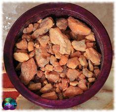 Un encens que l'on utilisera principalement pour ses vertus purificatrices. A utiliser sur charbon ou pour vos préparations sorcières. Dog Food Recipes, Siam, Grains, Flora, Vegetables, Incense, Candles, Fishing Line, White People