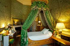 Bedroom at Chatsworth House - everything:  the shape of the room, the painted walls, the canopy, the box bed...