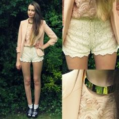 Lace shorts, pastel colours and chocker around the neck! Great outfit!