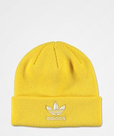 Rock a sporty look when the temps drop with the Trefoil yellow and white beanie from adidas Originals. This bright yellow beanie features a foldover cuff and fine knit construction. A white Trefoil logo is added to the cuff to complete the look of this mu Adidas Jacket Outfit, Adidas Gazelle Outfit, Beanie Outfit, Beanie Hats, Yellow Beanie, Yellow Hats, Adidas Beanie, Yellow Adidas, White Beanies