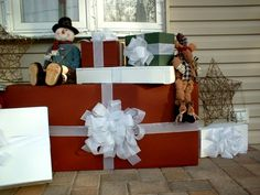 DIY wood xmas boxes for decorating your porch. My hubby build them & I decorated