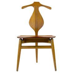 Rare edition Hans Wegner Valet chair in Oak, Johannes Hansen Hans Wegner, Small Letters, Modern Chairs, Side Chairs, Cool Furniture, Teak, Pin, Antiques, Affair