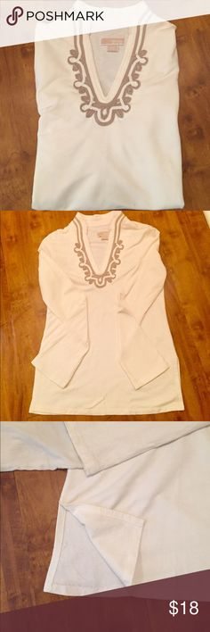 Michael Kor top Off white Michael Kor top. Beautiful design, very soft comfortable top. Slit sides. Size small Michael Kors Tops