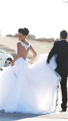 ball gown #wedding dress- I love the back of this dress