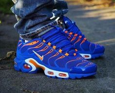 Blue with Orange Fly Shoes, Kicks Shoes, Best Sneakers, Sneakers Fashion, Shoes Sneakers, Tn Nike, Adidas Originals, Baskets, Nike Shoes Air Force